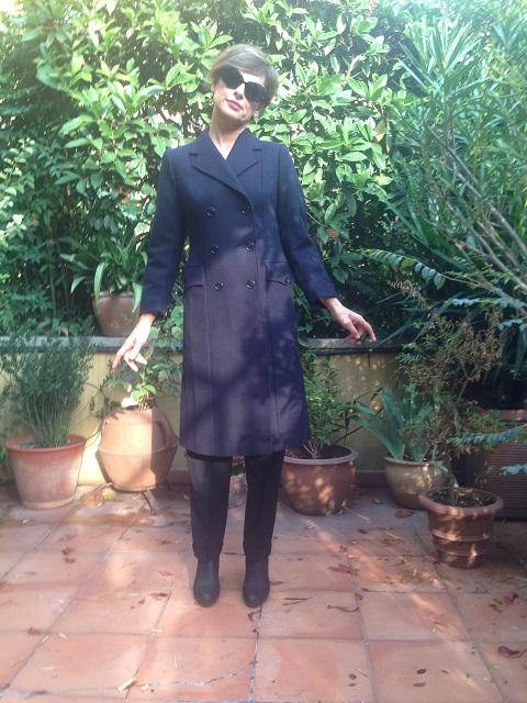 Cappotto blu a doppiopetto, taglio maschile, anni '80