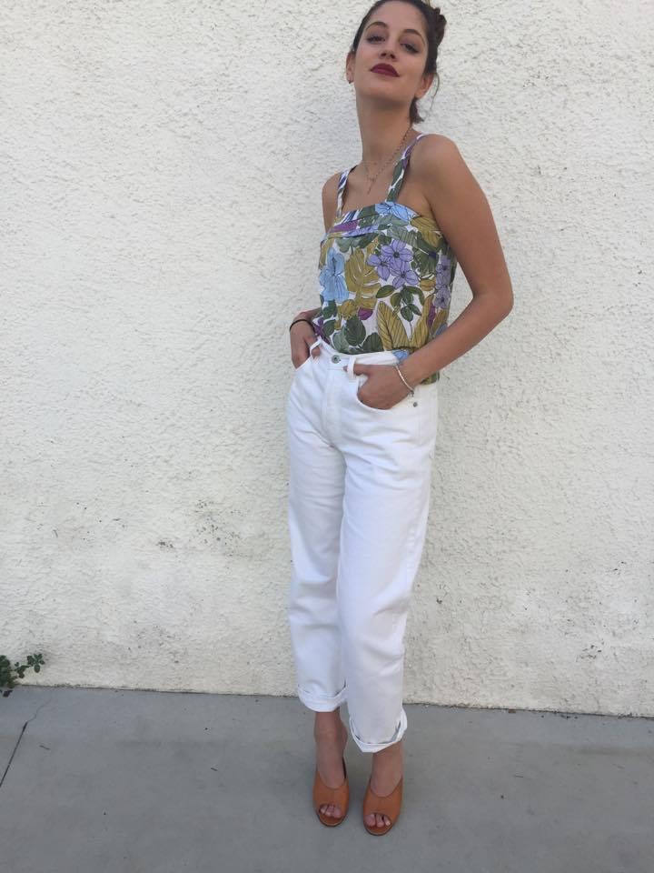 Levis_ Mom fit jeans_white_orange Tab_new